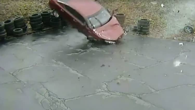Car flies off Pittsburgh parkway and into auto shop parking lot