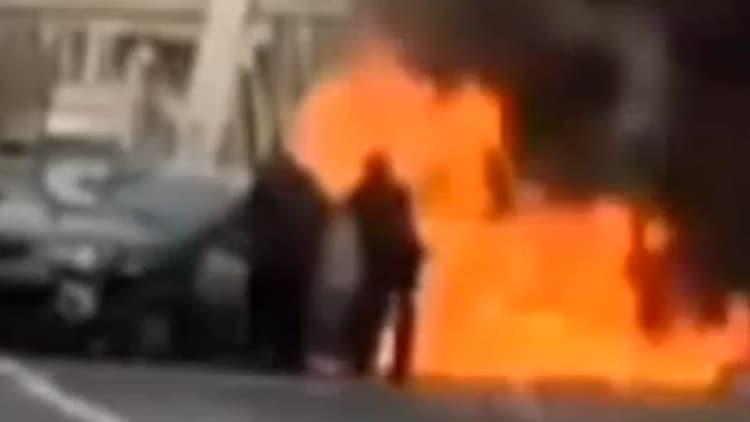 Good Samaritan rescues driver trapped in fiery crash