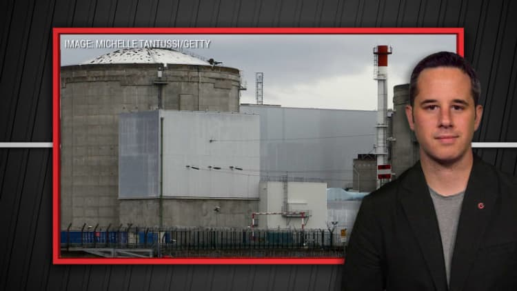 Tesla offered nuclear plant in France, and more | Autoblog Minute