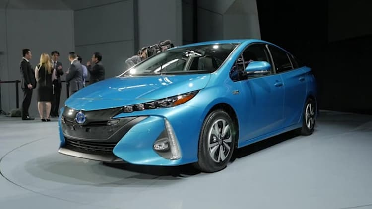 Toyota Prius Prime plugs in with 22 EV miles
