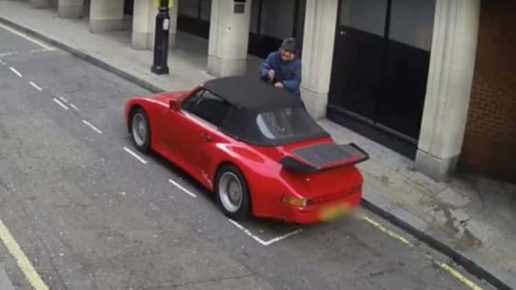 Criminal slices through Porsche's roof just to break in