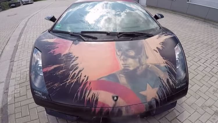 Watch a Lamborghini change color thanks to thermochromic paint