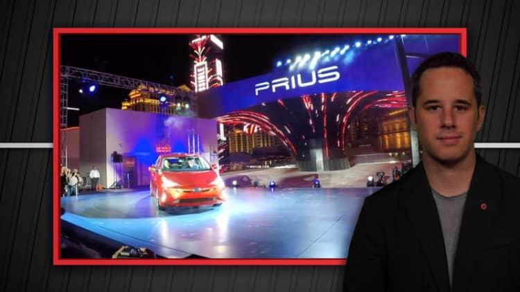 Autoblog Minute: New Prius, Bentley Bentyaga, Rolls-Royce Dawn