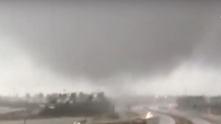 Trucker tangles with tornado on Texas throughway