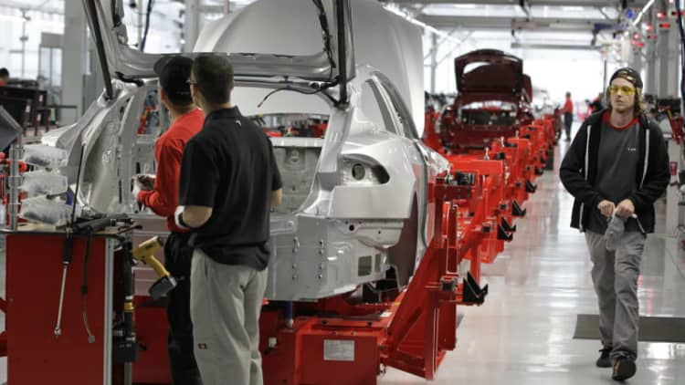 Tesla almost doubled its staff in 2014