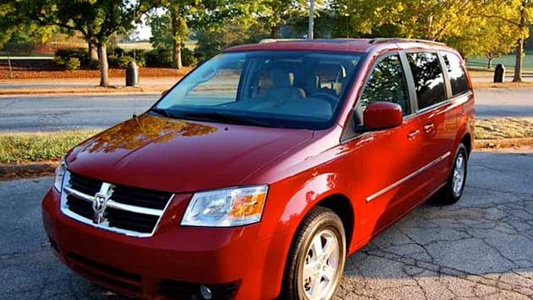 Chrysler recalls 300,000 minivans for airbags that could spontaneously deploy
