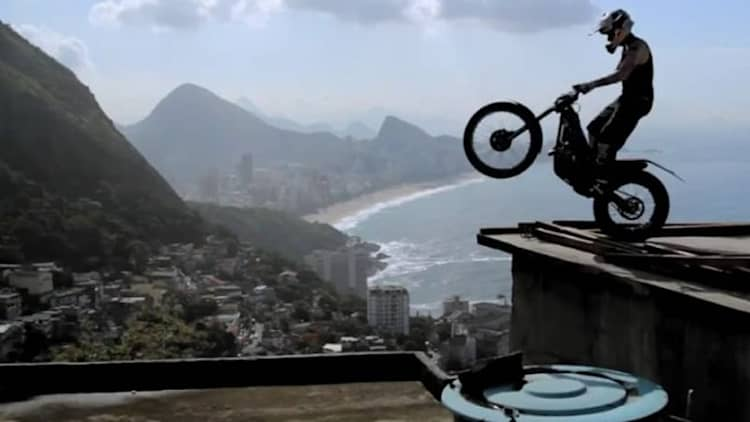 Watch French motorcyclist Julien Dupont stunt his way through Rio de Janeiro