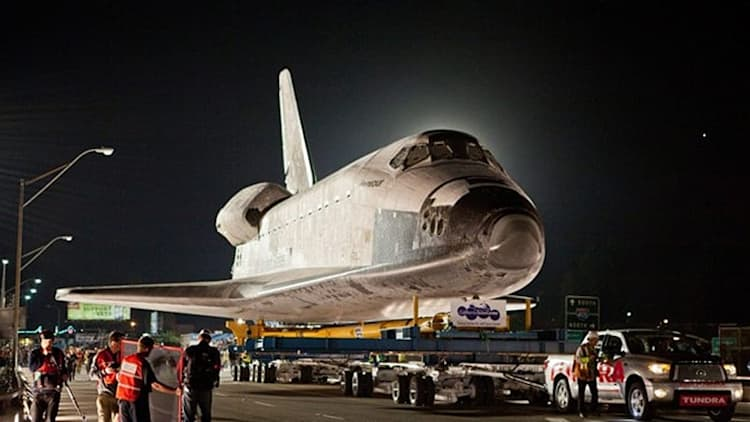 Watch a Toyota Tundra tow Space Shuttle Endeavour