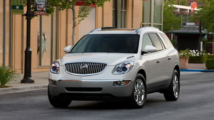 GM recalling 686k Lambda-platform models for hatch repair