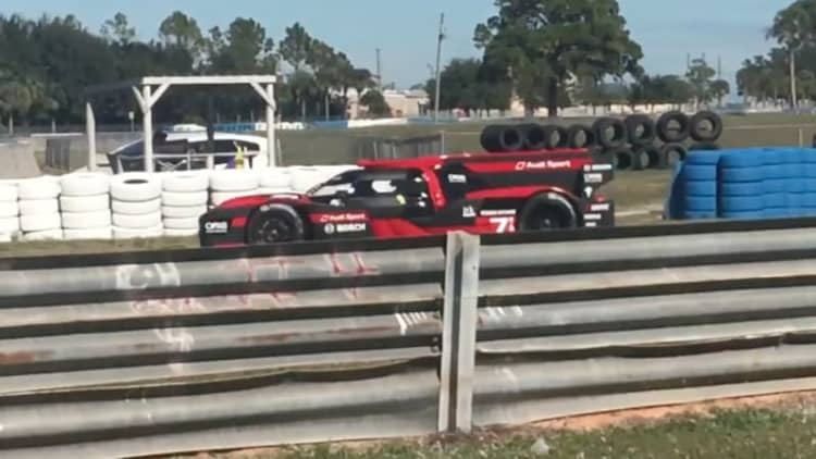 2016 Audi R18 whooshes around Sebring to test for WEC