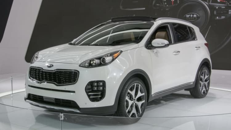 2017 Kia Sportage gets bigger and gains bulbous new duds
