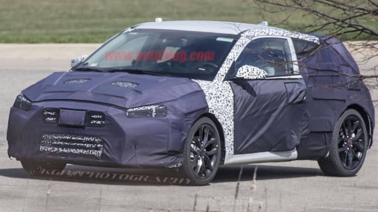 Second-generation Hyundai Veloster spied with same asymmetric doors