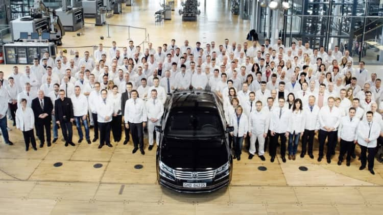 VW produces its last Phaeton at the Transparent Factory