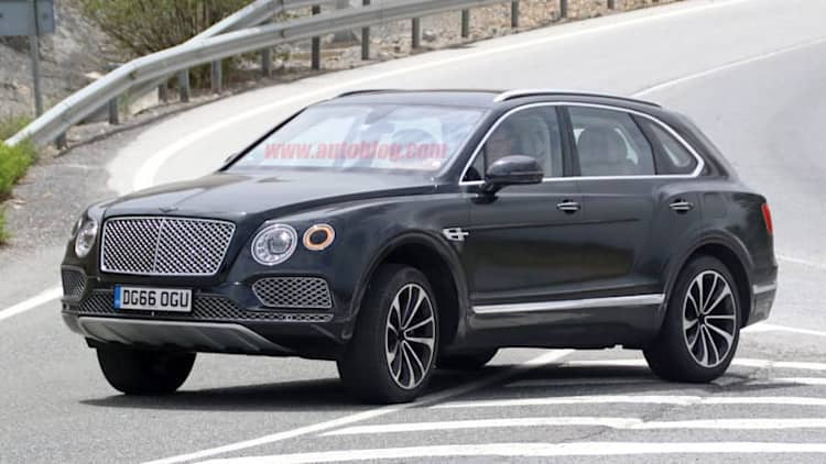 Bentley Bentayga plug-in hybrid spied using V6 power