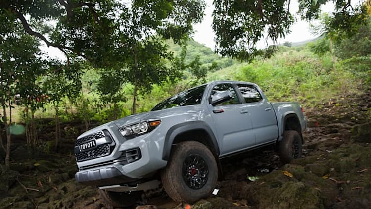 2017 Nissan Frontier PRO-4X and Toyota Tacoma TRD Pro