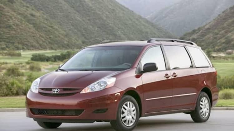 Toyota recalls 370k Sienna minivans, 10.5k Lexus GS models over separate issues