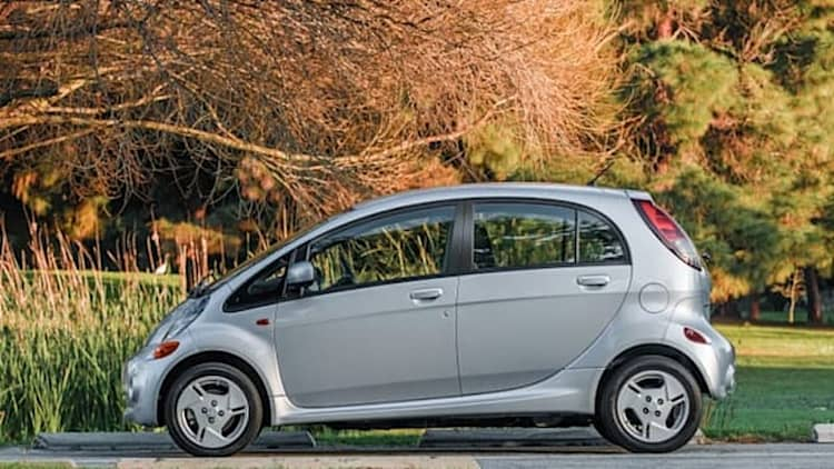 With just 75 i-MiEVs sold this year, Mitsubishi introduces 2014 model