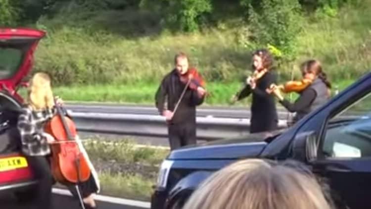 String quartet plays impromptu concert for motorists in traffic