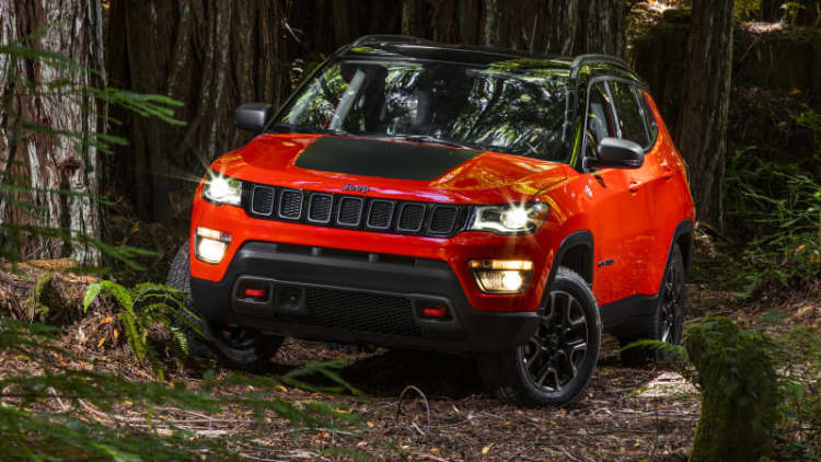 2017 Jeep Compass debuts with tiny Grand Cherokee looks