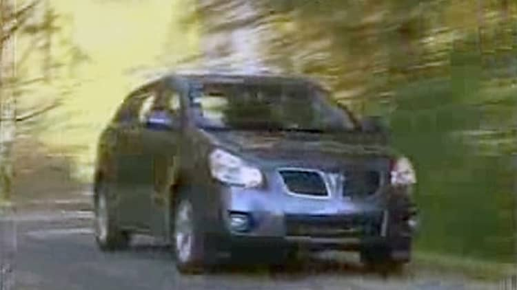 VIDEO: 2009 Pontiac Vibe drives by early