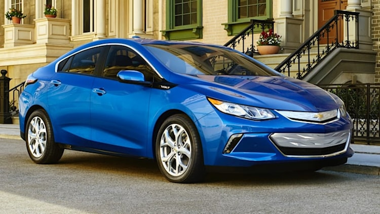 2016 Chevy Volt arrives with 50-mile EV range, 41 mpg [w/ video]