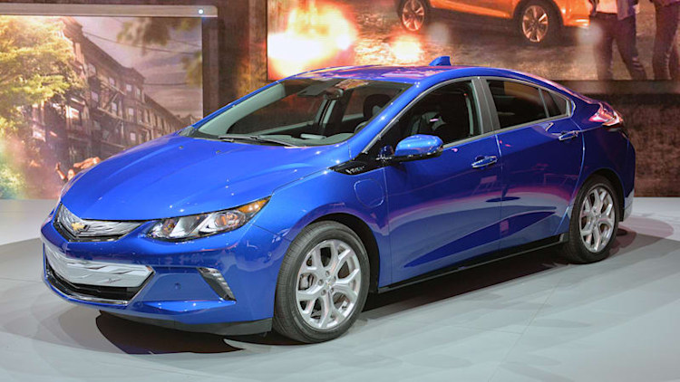 2016 Chevy Volt zaps into the Detroit Auto Show with big improvements [w/video]