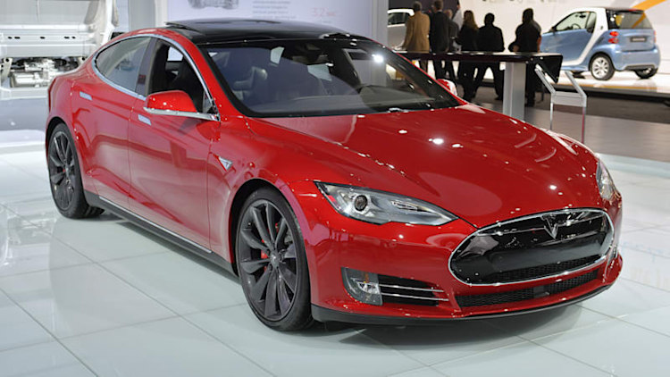 Tesla Model S P85D is a ruby beauty at the 2015 Detroit Auto Show