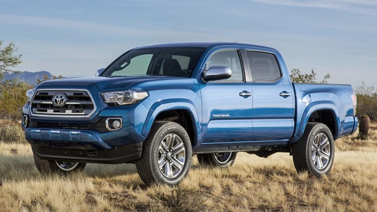 2016 Toyota Tacoma shows its face ahead of Detroit debut