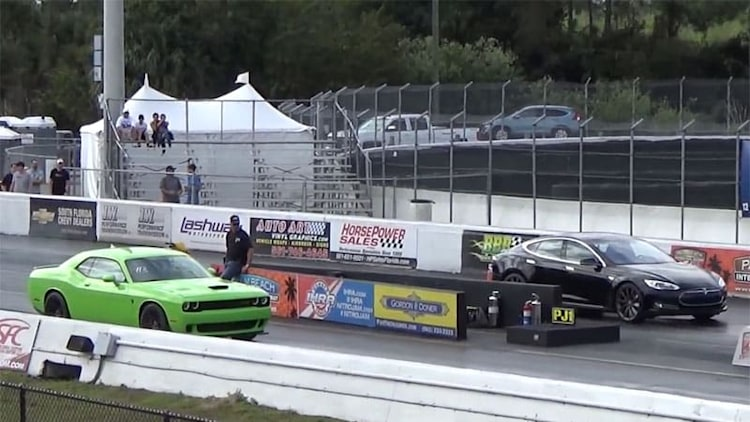 Tesla Model S P85D shows 707-hp Dodge Challenger Hellcat how to drag race