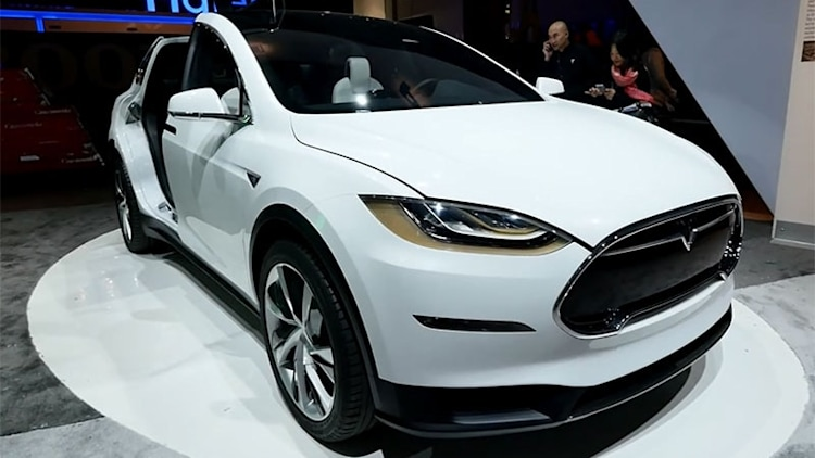 Walk around the Tesla Model X EV