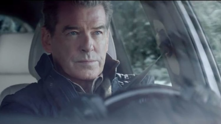 Kia Sorento and Pierce Brosnan make The Perfect Getaway for the Super Bowl