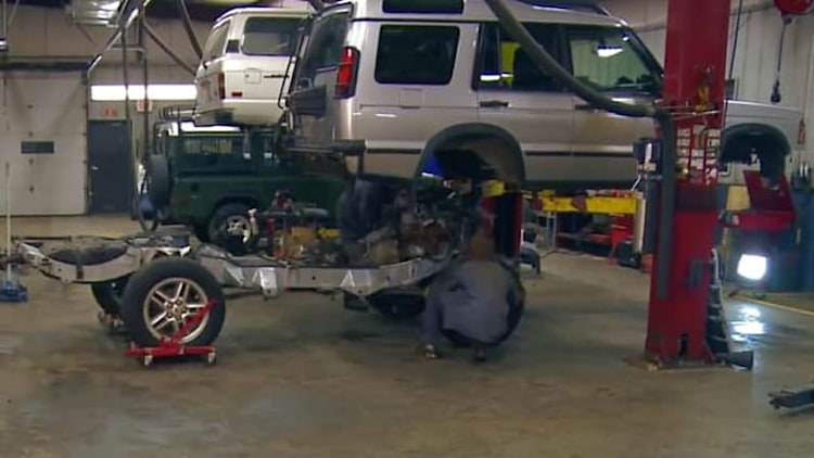 Watch this Land Rover Discovery get its frame swapped in four minutes