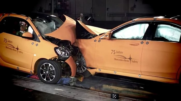 Smart highlights safety of new Fortwo by crashing into much bigger brother