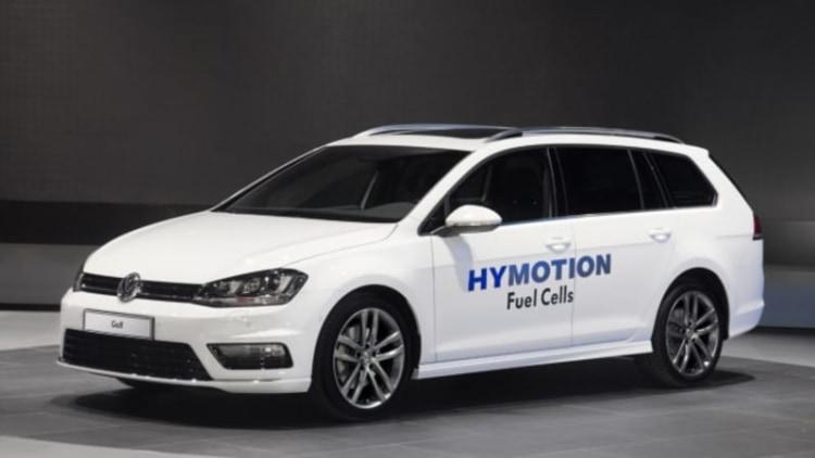 Volkswagen HyMotion says hi in the SportWagen and Passat in LA