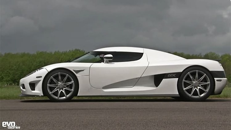 Watch this Koenigsegg CCX hit 211 mph on a runway, outpacing McLaren's P1
