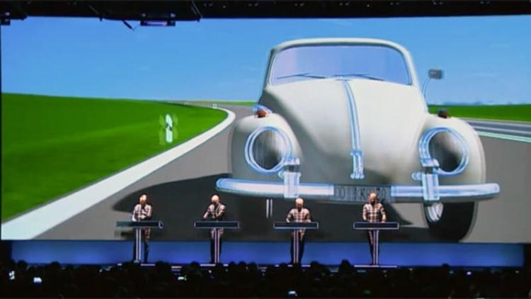 VW teams up with legendary electronic musicians Kraftwerk for 3D Autobahn concert