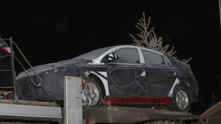 Hyundai spotted testing Prius-style hybrid