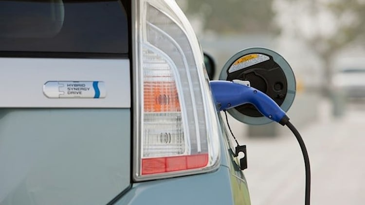 Toyota Prius Plug-in fuel-economy challenge offers $20,000 in prizes