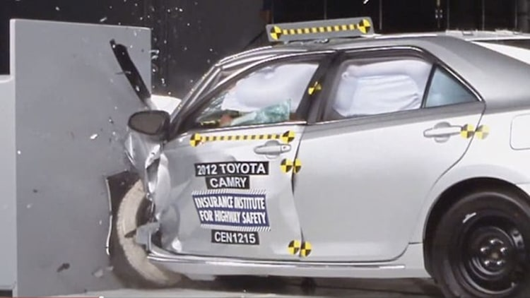 IIHS subjects midsizers to tough new impact test, finds fault with Toyota, VW [w/video]