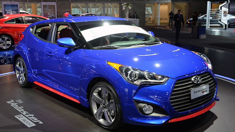 2014 hyundai veloster turbo r spec loses creature comforts gains sporting equipment update. Black Bedroom Furniture Sets. Home Design Ideas
