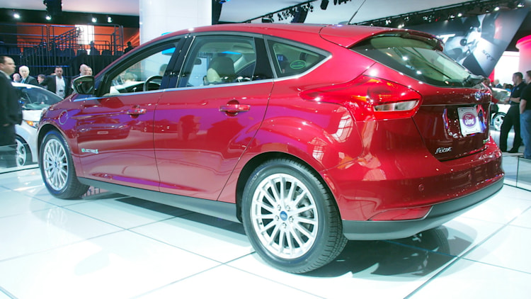 ford focus electric gets 6 000 price drop now starts at. Black Bedroom Furniture Sets. Home Design Ideas