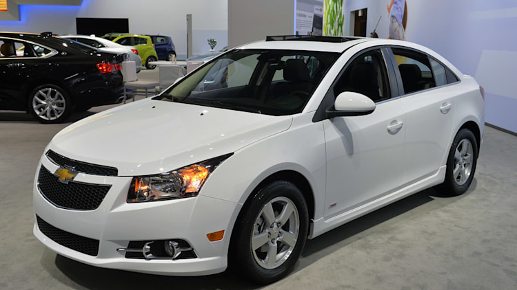 2015 chevy cruze brings a little nip tuck to new york. Black Bedroom Furniture Sets. Home Design Ideas