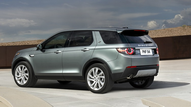 2015 land rover discovery sport targets lux cuvs with off. Black Bedroom Furniture Sets. Home Design Ideas