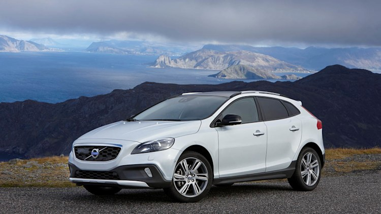 2015 Volvo V40 Cross Country Photo Gallery - Autoblog