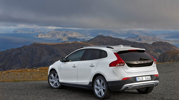 volvo v40 cross country gets the all wheel drive it deserves. Black Bedroom Furniture Sets. Home Design Ideas