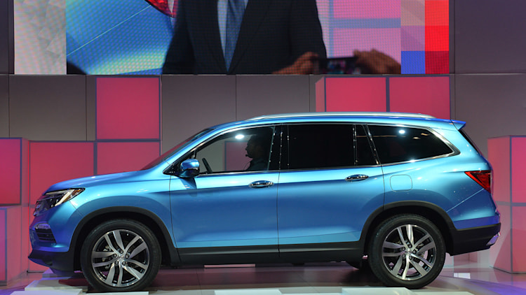 2016 honda pilot is brand 39 s first non hybrid with stop start. Black Bedroom Furniture Sets. Home Design Ideas