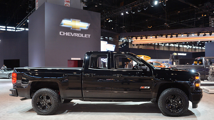 chevy silverado midnight edition custom ready to stand out in pickup line. Black Bedroom Furniture Sets. Home Design Ideas