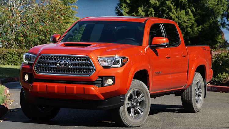 2016 toyota tacoma trd sport 4x4 first drive photo gallery autoblog. Black Bedroom Furniture Sets. Home Design Ideas