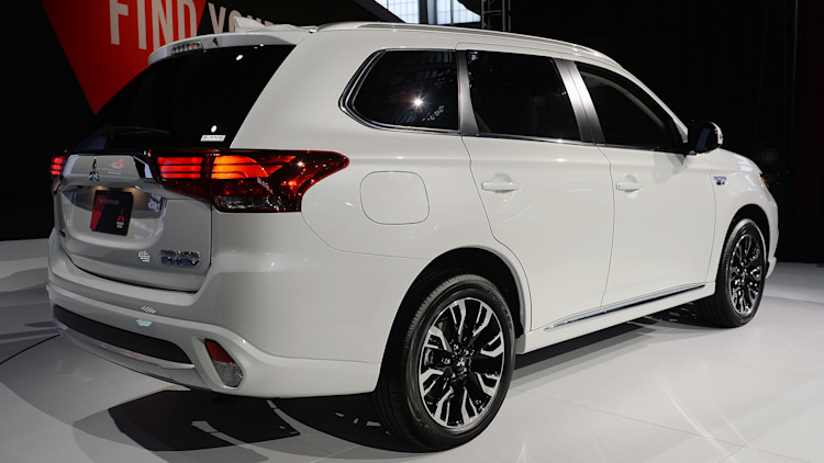 2017 mitsubishi outlander phev new york 2016 photo gallery autoblog. Black Bedroom Furniture Sets. Home Design Ideas