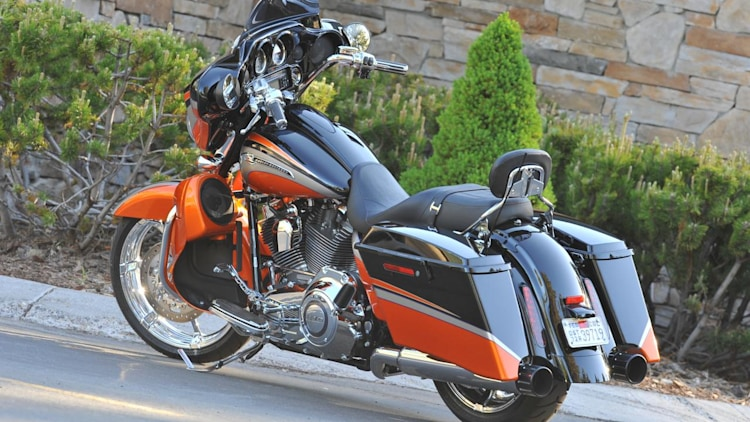 2011 harley davidson cvo street glide photo gallery autoblog. Black Bedroom Furniture Sets. Home Design Ideas